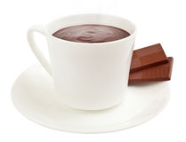 Kop van het stomen van hete cacao met chocoladevierkanten Royalty-vrije Stock Foto's