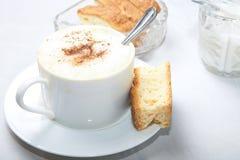 Kop van het theelepeltje van de Koffie in kop royalty-vrije stock afbeelding