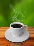 Kop van hete koffie op houten lijst Royalty-vrije Stock Afbeelding