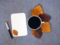 Kop van koffie en blad van document Royalty-vrije Stock Foto's