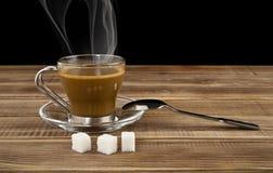 Kop van koffie en blokken van suiker Royalty-vrije Stock Foto's