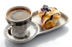 Kop van koffie en cake Stock Foto's