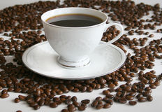 Kop van koffie, en koffiebonen stock afbeelding