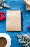 Kop van koffie en notitieboekje met doelstellingen voor nieuw jaar Stock Foto