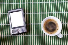 Kop van koffie en PDA Royalty-vrije Stock Afbeeldingen