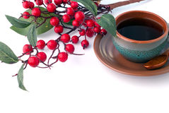 Kop van koffie en tak van haagdoorn, ontbijtachtergrond Royalty-vrije Stock Fotografie