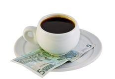 Kop van koffie in het euro geld royalty-vrije stock foto's