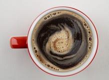 Kop van koffie hierboven is ontsproten die van stock foto's