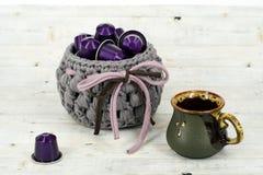 Kop van koffie met capsules Royalty-vrije Stock Foto's