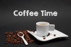 Kop van koffie met de tijd van de tekstkoffie Stock Foto's