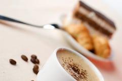 Kop van koffie met dessert Royalty-vrije Stock Afbeeldingen