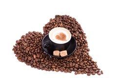 Kop van koffie met een hart. Koffiepauzeconcept. royalty-vrije stock foto