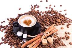 Kop van koffie met een hart. Koffiepauzeconcept. royalty-vrije stock afbeelding