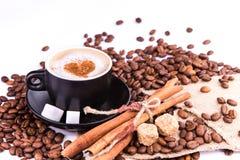 Kop van koffie met een hart. Koffiepauzeconcept. royalty-vrije stock afbeeldingen