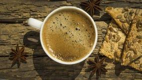 Kop van koffie met kruiden Stock Fotografie
