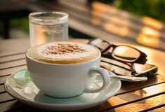 Kop van koffie met makarons Stock Afbeelding