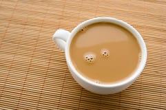 Kop van koffie met room Stock Fotografie