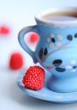 Kop van koffie met snoepjes Stock Foto's