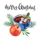 Kop van koffie met zefier, sparrentak, hulst, mandarijn en uitdrukkings` vrolijke Kerstmis ` Geïsoleerd waterverf hand-drawn voor royalty-vrije illustratie