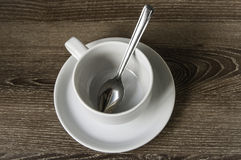 Kop van koffie op de houten vloer. royalty-vrije stock afbeeldingen