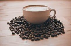 Kop van koffie op de lijst Stock Afbeeldingen