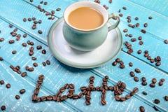 Kop van koffie op een houten achtergrond royalty-vrije stock foto's