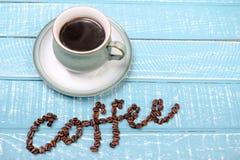 Kop van koffie op een houten achtergrond royalty-vrije stock foto