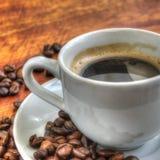 Kop van koffie op een houten lijst royalty-vrije stock foto's
