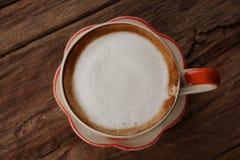 Kop van koffie op houten die lijst, vanaf bovenkant wordt gezien Royalty-vrije Stock Foto's