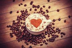 Kop van koffie op houten lijst. Stock Foto