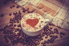 Kop van koffie op houten lijst. Stock Foto's