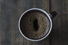 Kop van koffie op houten lijst Stock Fotografie