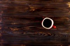 Kop van koffie op houten lijst, hoogste mening Stock Afbeelding