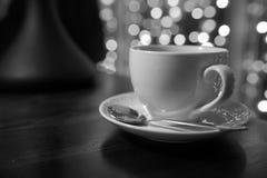 Kop van koffie op houten lijst in thakoffie Stock Afbeeldingen