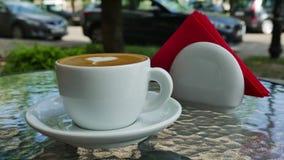 Kop van koffie op koffie stock video