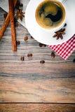Kop van Koffie op Woody Background in Retro Wijnoogst Royalty-vrije Stock Afbeeldingen