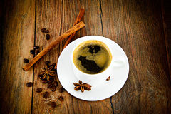 Kop van Koffie op Woody Background in Retro Wijnoogst Royalty-vrije Stock Afbeelding