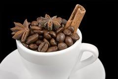 Kop van koffie op zwarte royalty-vrije stock foto