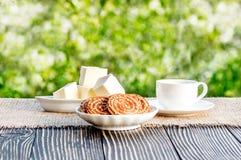 Kop van koffie openlucht in zonneschijn Stock Foto's