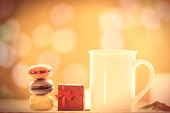 Kop van koffie of thee met macarons Royalty-vrije Stock Foto
