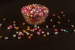 Kop van Sugar Coated Colorful Fennel Seeds royalty-vrije stock afbeeldingen