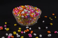 Kop van Sugar Coated Colorful Fennel Seeds royalty-vrije stock foto's