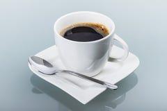 Kop van verse zwarte koffie Stock Afbeeldingen