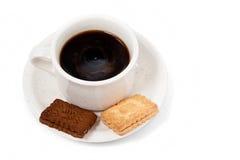Kop van zwarte koffie met twee koekjes Royalty-vrije Stock Foto