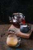 Kop van zwarte thee met melk Royalty-vrije Stock Foto
