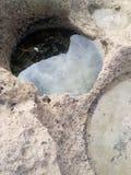 Kopać wśród skał wypełniać z seawater fotografia royalty free