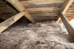 Kopalnej wełny sterta na budowie - termiczna izolacja dom Fotografia Stock