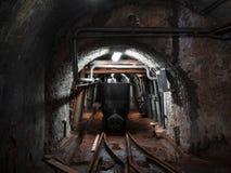 Kopalniany furgon transport wśrodku kopalni Zdjęcie Stock