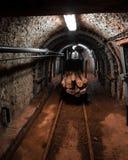 Kopalniany furgon transport wśrodku kopalni Zdjęcia Stock