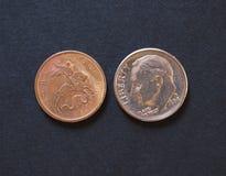 10 kopecks dos rublos de russo e 10 moedas dos centavos de USD Foto de Stock Royalty Free